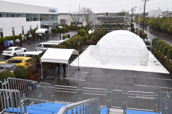 間口40メートルのテントだが写真では大きさが伝わらない…  〜西尾レントオール内覧会