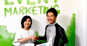 ハンググライダー日本代表鈴木由路選手とリアルな飛行体験を提供〜「第4回イベント総合EXPO」月刊イベントマーケティングブースで空を飛ぼう